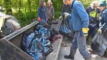 Wild Cober volunteers litter picking